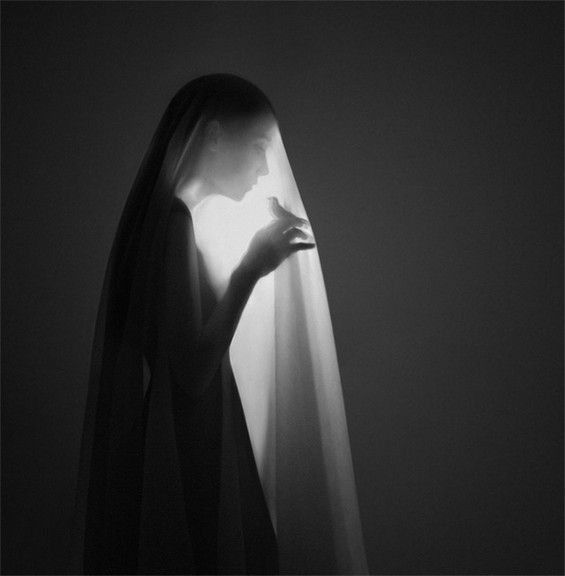 The Gracefully Surreal Photography of Noell Oszvald