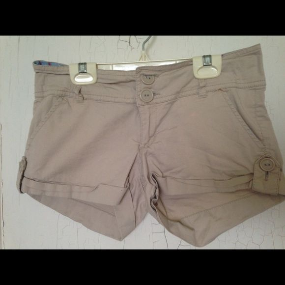 Light beige shorts Really light beige shorts with flannel type design on the inside. Hardly worn! TwentyOne Shorts Cargos