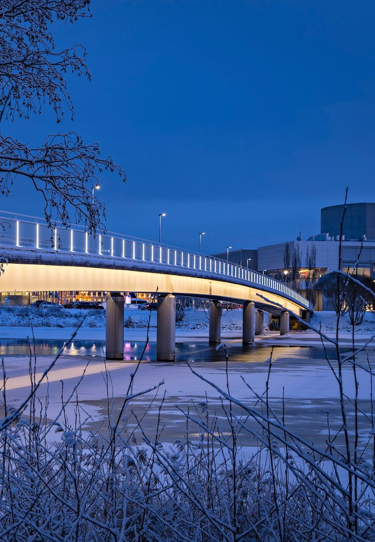 Pikisaari bridge – Oulu, Finland – Architectural project: Roope Siiroinen, VALOA design - Lighting products: LedTube, Underscore by iGuzzini Illuminazione – Photo: Henri Luoma #iGuzzini #Lighting #Light #Luce #Lumière #Licht #bridge #Oulu #Pikisaari