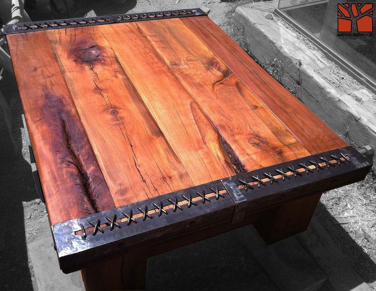 """Nativo Red Wood. Mesa de centro linea """"Line Wood"""" con cubierta de madera de Roble Rústico de 3'' de espesor con flejes laterales trenzados. Dimensiones: 1.20x1.40 www.facebook.com/nativoredwoodsa"""