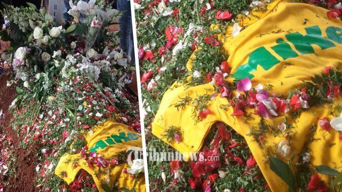Pemakaman Mike Mohede - Misteri Selubung Kuning yang Menutupi Permukaan Kuburan Itu Terkuak