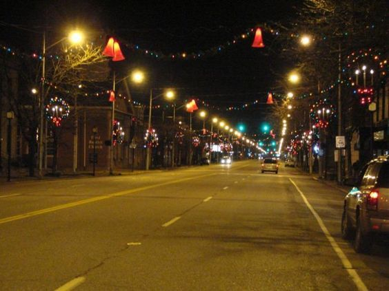 Ashland is the largest city in Boyd County, and is on the Kentucky-West Virginia border. Even just walking the streets in downtown Ashland during the Christmas season can be magical. Keep in mind, they have been celebrating since early November, and some of these events have passed. If that's the case, don't worry! You can get the full Ashland experience next year.