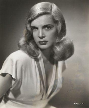Lizabeth Scott, 1945
