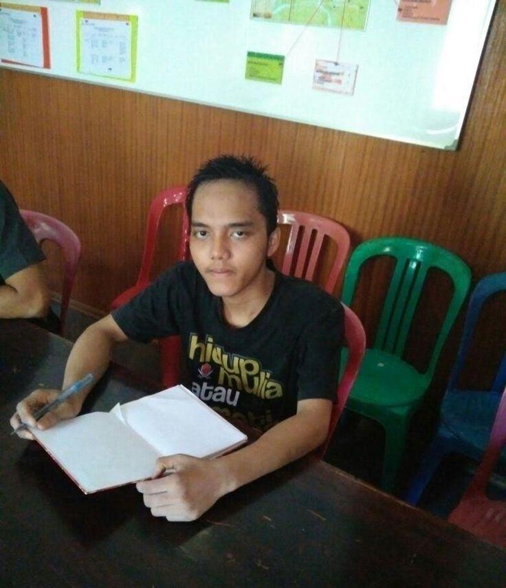 KIBLAT.NET, Palu – Tim Pengacara Muslim Sahabat Keadilan (TPM Sahlan) pada Jumat, (08/04) melakukan kunjungan ke Mapolda Sulawesi Tengah. Upayaitu dilakukansetelah keluarga memberikan kuasa hukum kepada TPM Sahlanseharisebelumnya. Kedatangan TPM Sahlan ke Mapolda Sulteng adalah untuk mengetahui kondisi Syamsul yang telah ditahan selama 3 pekan usaiditangkap oleh TNI kemudian diserahkan ke Densus 88. Sebelumnya, TPM …