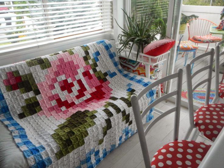 Apple Blossom Dreams: La Vie en Rose - 12 squares left!