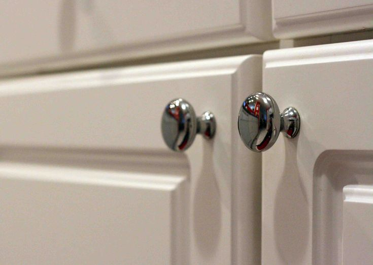 Guidance on how to measure round cabinet knob location for Kitchen cabinet knobs