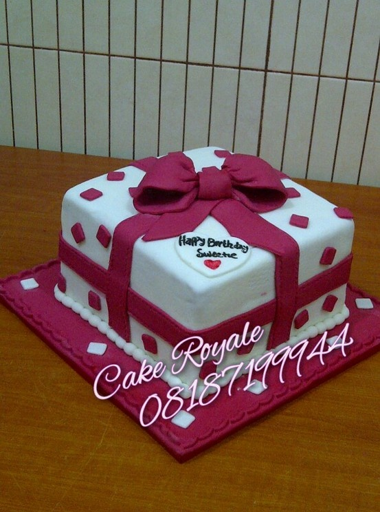 Cake Decorating Heidelberg : Parcel box birthday cake ideas. a perfect gift for a love ...