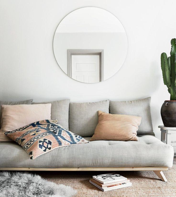 Tips for de som ønsker å lage et hjem i naturlig stil: 🍃Velg møbler med enkle og rene linjer 🌿Bruk mange tekstiler sammen med tre 🌱Foretrekk naturlige materialer som bomull, ull, sengetøy og ubehandlet eller oljert massivt tre 🍀Velg en naturlig fargeskala som bidrar til den rustikke følelsen!  📷 Senza sovesofa  Hvis du vil skape interiøret i harmoni med naturen og allsidig moderne stil, kom til vår side! ☺️   #stylehouse #naturligematerialer #massivttre #sovesofa #dagseng #interiør…