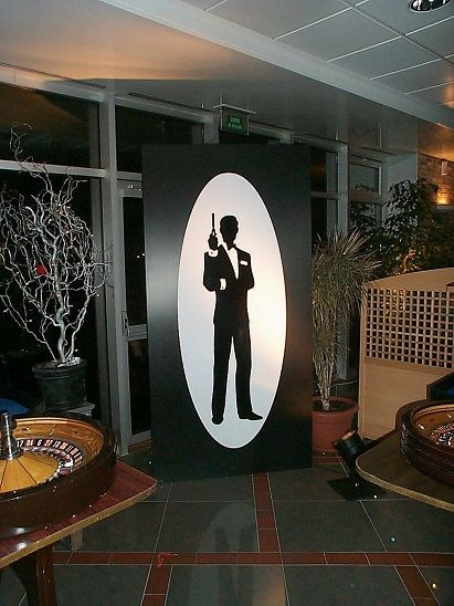James Bond Party Props | The two flats measure 8ft x 4ft with one featuring the traditional ...
