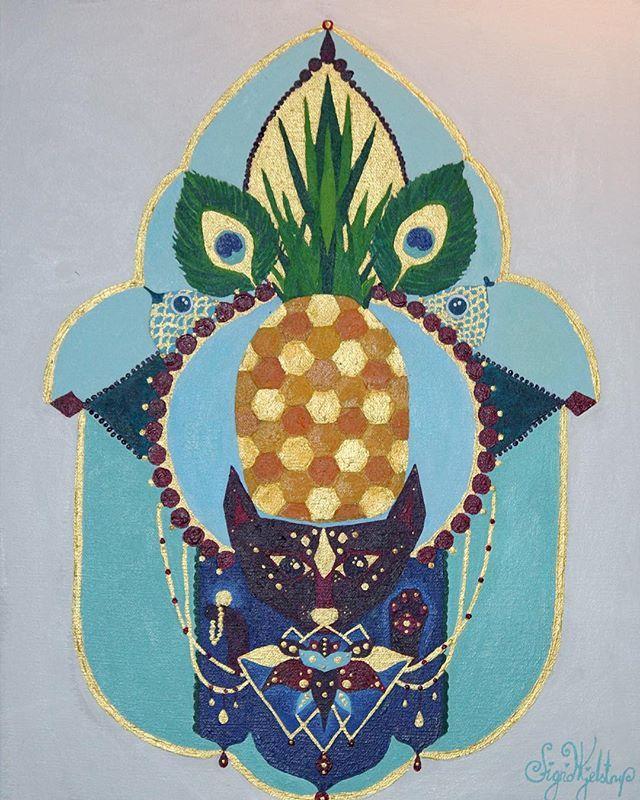 My kind of God! #pineapple #cat #holycat #fargerik