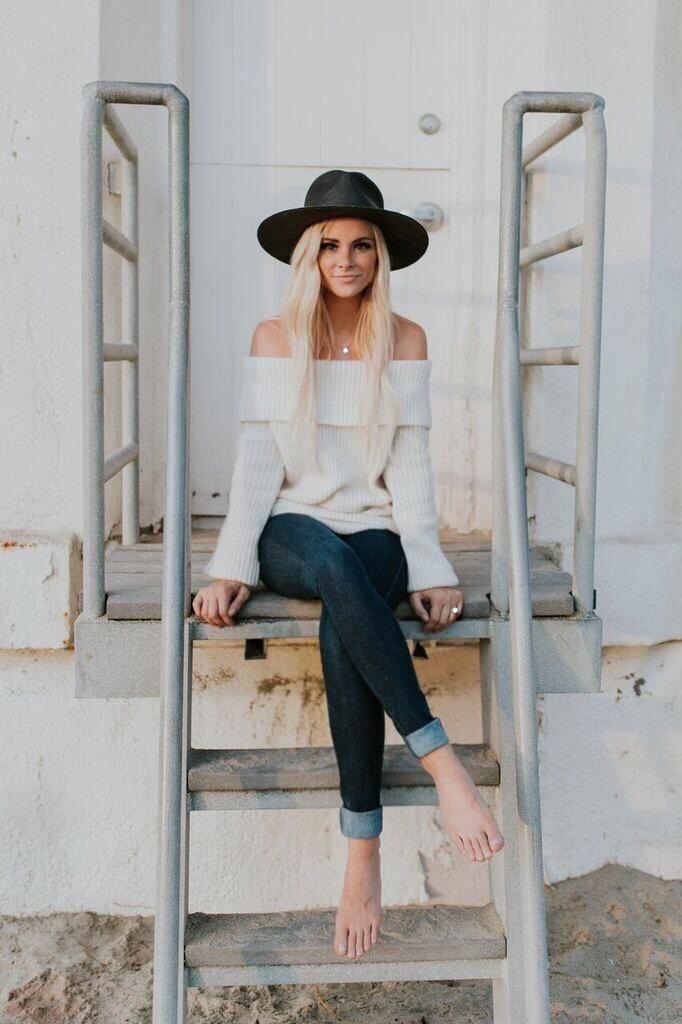 Amanda Stanton wearing Lpa Sweater 2 in Ivory, Janessa Leone Bryony Hat and James Jeans Twiggy Slip on Leggings in Blue Moon
