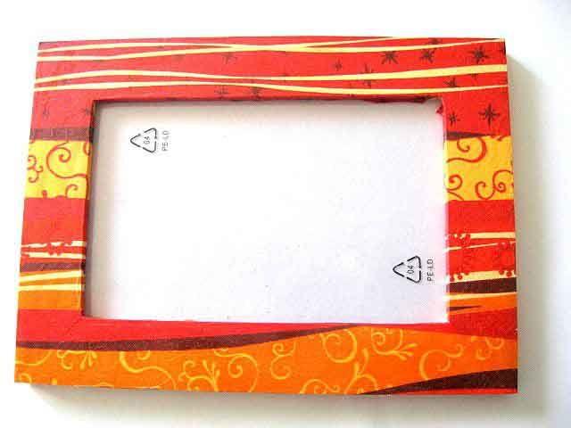#Rama cu #model #abstract in #culori #vii, rama #fotografie #lemn. Un articol din categoria produselor pentru #casa / pastrare #amintiri. Are ca #design un model abstract in #culorile #rosu, #galben, #negru si #portocaliu. http://handmade.luxdesign28.ro/produs/rama-cu-model-abstract-in-culori-vii-rama-fotografie-lemn-11680/