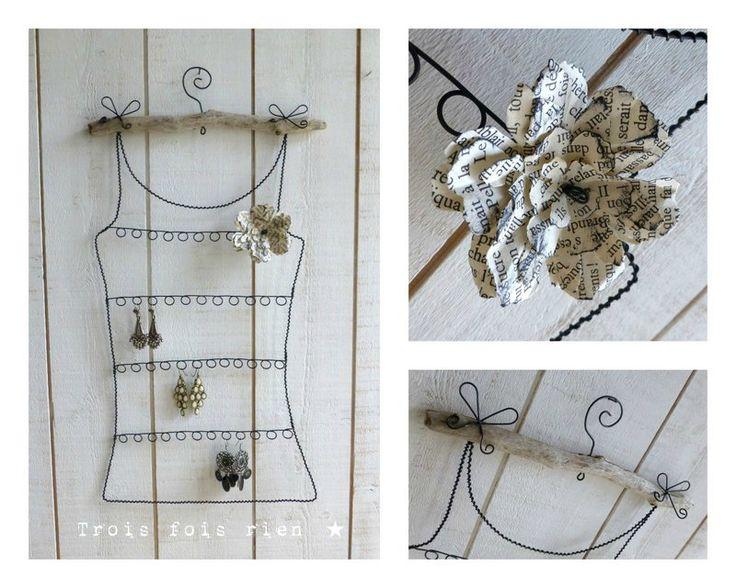 Porte boucles d'oreilles fil de fer et fleur de papier N°22