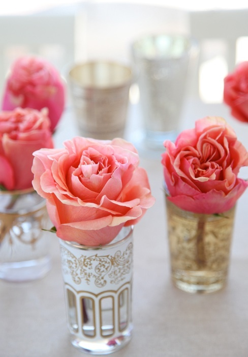 Different shades of roses in beautiful moroccan tea glasses. Perfect for a table setting!