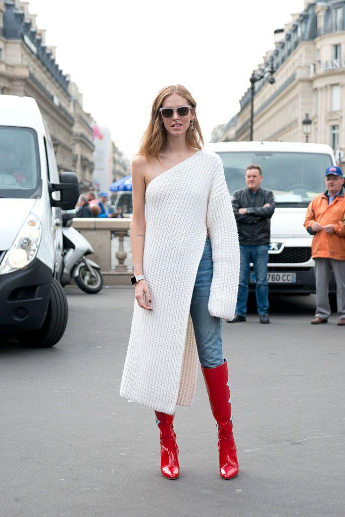 Tendinta de a te imbraca stratificat, este populara in ultimii ani, iar in acest sezon trendsetarii au mai facut un pas cu rochia peste pantaloni. La prima
