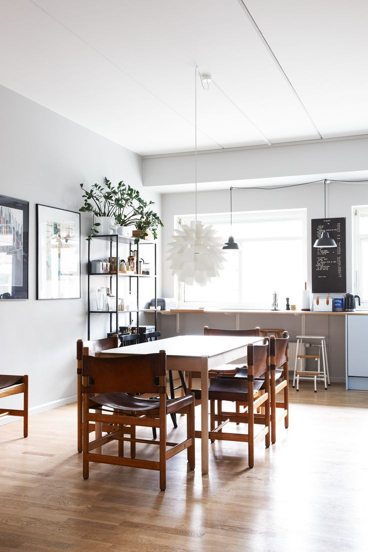 Reform Cph Kitchen / Homestory / Julie Rosendahl combines the Nordic design style with eclectic elements, and have chosen a Reform Basis kitchen for supporting this.