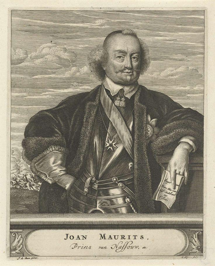 Christiaan Hagen | Portret van Johan Maurits, graaf van Nassau-Siegen, Christiaan Hagen, c. 1663 - 1695 | Portret ten halven lijve van Johan Maurits, graaf van Nassau-Siegen. Hij draagt een harnas, met daarover een mantel gevoerd met bont en leunt met zijn linkerarm op een zuil. In zijn linkerhand houdt hij een brief met daarop zijn titels. Om zijn hals een ketting met een Maltezer kruis. Op de achtergrond is een veldslag afgebeeld. Onder zijn portret een plint, waarop zijn naam en titel in…