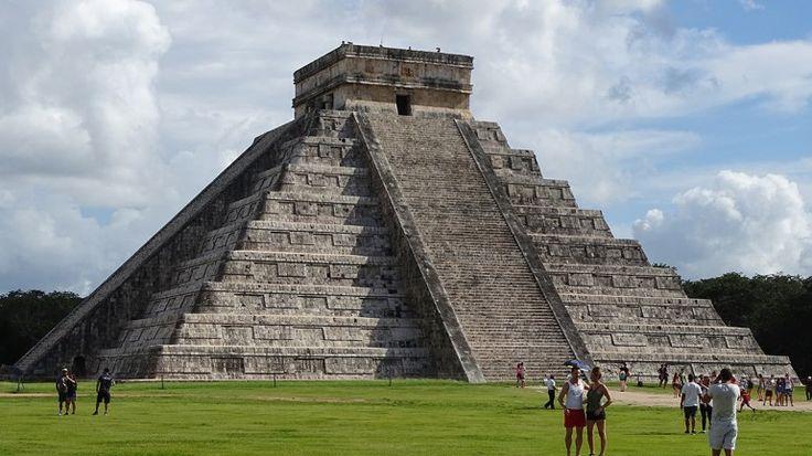 Chichén Itzá – Ballspielen an der Pyramide von Kukulkán