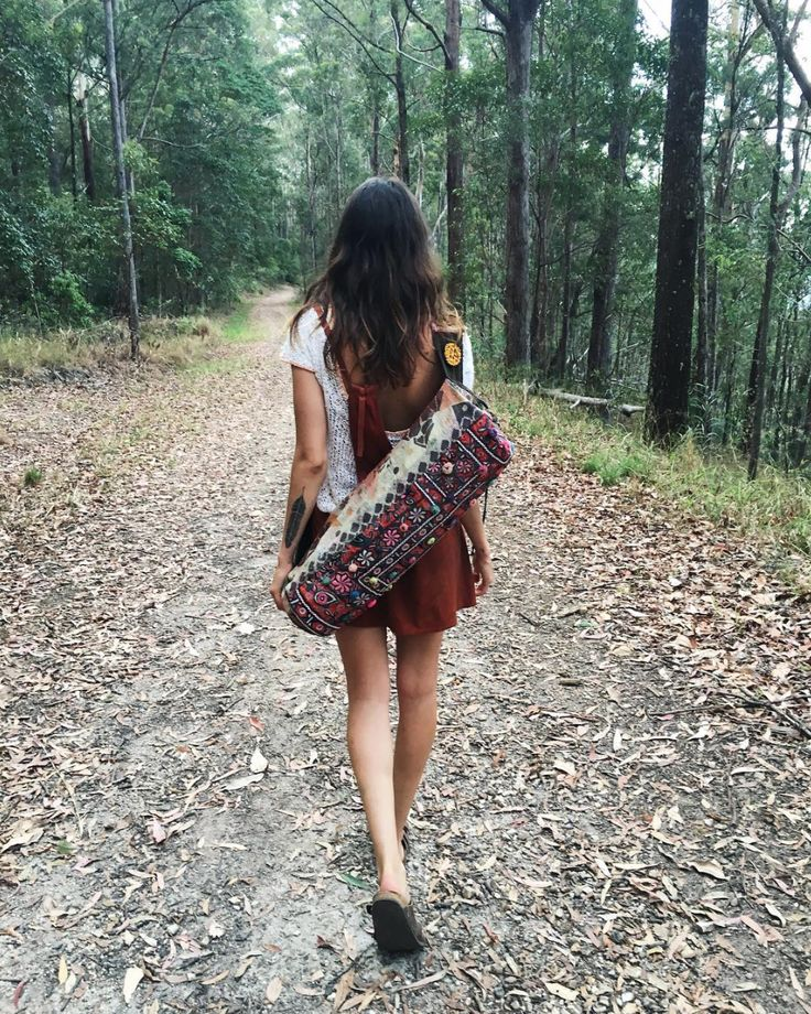 En route to Hells Hole falls with our girl Cami and her NAGNATA yoga mat bag #NAGNATAGIRLS | www.nagnata.com