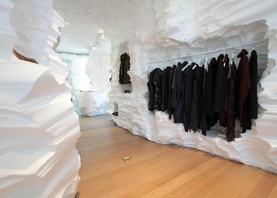 Building up a brand can be achieved in a variety of creative ways. Richard Chai Store retail installation in New York is a good example of thinking outside the box, while actually being inside one. Puzzled?  The unusual project below was achieved by Snarkitecture and designer Richard Chai and is in fact a showroom resembling …