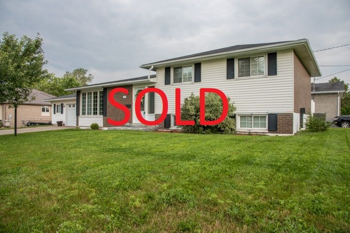 We SOLD 2066 Caribou Rd! Thinking of selling your Sudbury home? Call 705-470-3444 or visit www.SudburyHomeSearch.ca/home-evaluation.php for your Free Home Evaluation today!