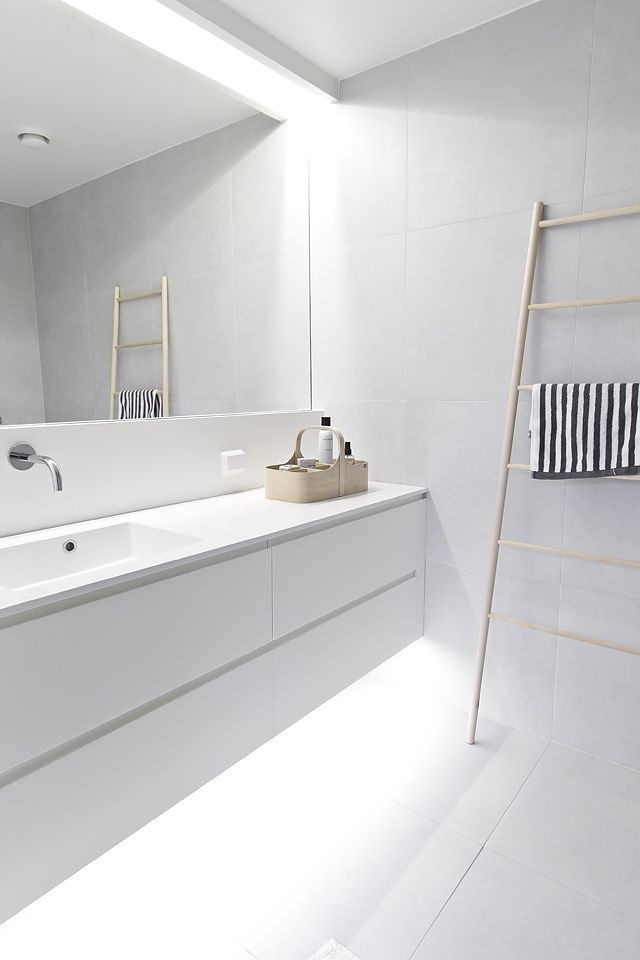 Minimalist & Natural | Modern Bathroom Styling Details | Bath Essentials | Contemporary Design | Natural | Add an organic bamboo toothbrush | nakedtoothbrush.com | #inspiration #nakedbath