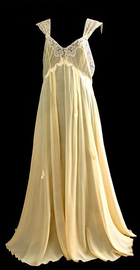 Silk Georgette nightgown, 1930s via the Vintage Textile archives.