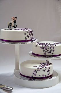 Hochzeitstorte schwarz lila