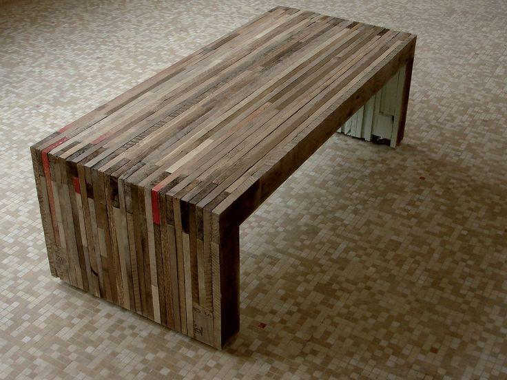 Conception et production d'une table basse matériaux : lamellé-collé de bois brut provenant de palette de transport de marchandises, clous Pièce unique