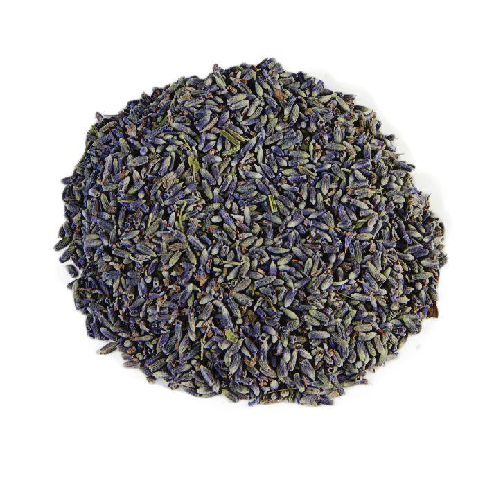 LAVENDEL | Deze 100% pure lavendel thee wordt in zuidelijke landen veelal in de keuken gebruikt als ingrediënt bij de meest exotische maaltijden, dit in de vorm van smaakmakende kruidenmixen. Hier in Nederland staat het juist weer meer bekend om zijn verfijnde smaak. Lavendel staat al eeuwen bekend als liefdeskruid, wanneer je thee drinkt van lavendel, zal je dromen over een toekomstige liefde dat ooit je pad zal kruisen. |