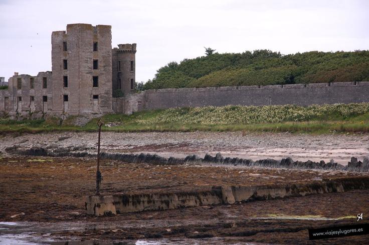 Castillo de Thurso •  Es del siglo XII, fundado por condes nórdicos. A mediados del s. XVII y en el XIX, fue ampliado. El castillo fue muy dañado por una mina en la II Guerra Mundial y hoy está en ruinas.