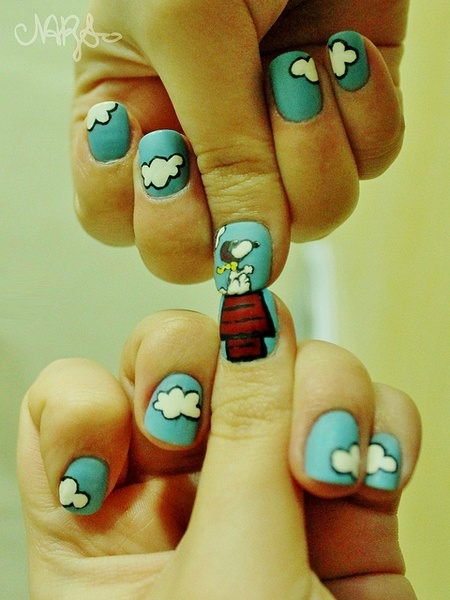 Snoopy manicure (manicures, nail art, Peanuts, Charlie Brown, nails)