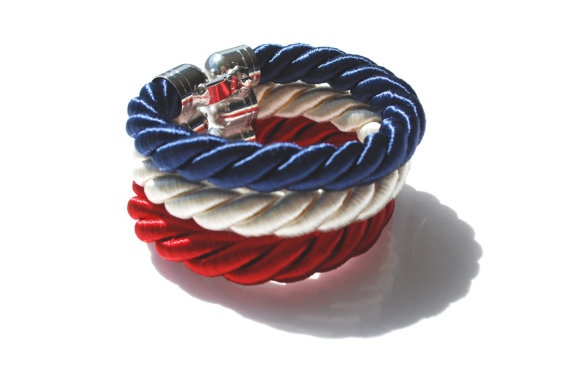 Bracelet with three ropes.  Thick red, cream and blue for a striped band.  20cm long with large metal clasp.    This object has been made with optimum quality entirely handmade materials and accessories. Each small imperfection makes the item unique. #jewels
