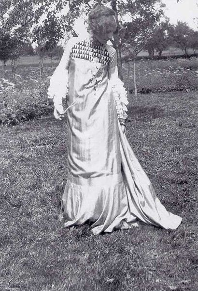 To put it short, Emilie Flöge was a muse to artists and also designed dresses herself...: Emilie Flöge, Galleries, Sacks Dresses, Emily Floge, Fashion Design, Emily Flöge, Dresses Design, Gustav Klimt, Artists Reformer