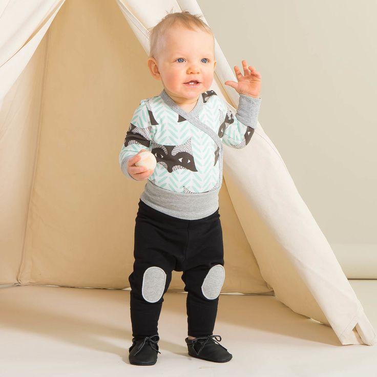 CHIP baby treggingsit, musta | NOSH verkkokauppa | Kevään lasten uutuusmallistossa leikitellään joutsenien, pesukarhujen ja raitojen iloisessa joukossa. Tilaa tuotteet NOSH edustajalta tai verkosta nosh.fi/lapset (This collection is available only in Finland but you can shop these wonderful fabrics online en.nosh.fi)