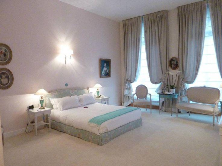 9. Jays Paris (6 Rue Copernic): $662 per night