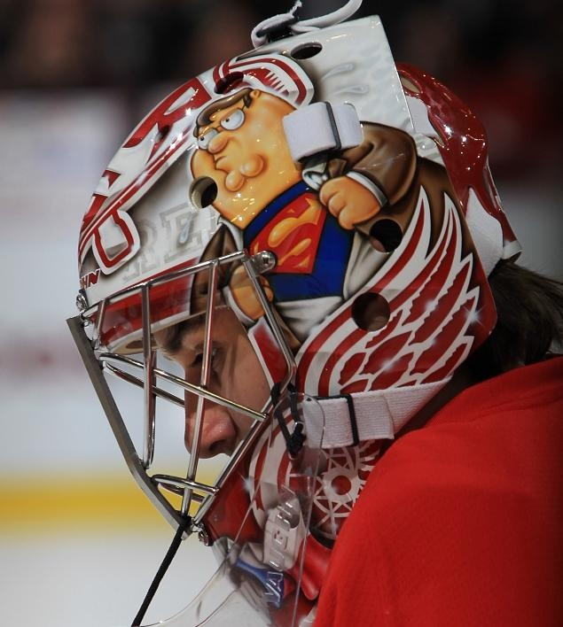 Detroit Red Wings Petr Mrazek's goalie mask pays homage to 'Family Guy' patriarch Peter Griffin.