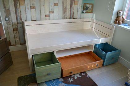 Купить или заказать Кровать Акварель в интернет-магазине на Ярмарке Мастеров. Кровать изготовлена из массива сосны.Три вместительных ящика и глубокая полка помогут правильно организовать пространство в детской.Направляющие ящиков с доводчиками.