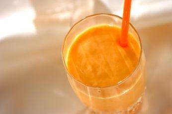 マンゴーは甘味の強いものを選ぶのがおすすめ! オレンジ色がキレイなスムージーです!