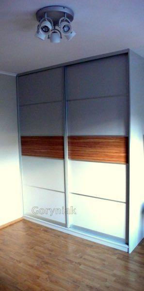 Wykonanie szafy z płyty popielatej i wstawka oliwka z poziomo ustawionymi słojami Rosnąca galeria naszych realizacji na http://Goryniak.pl