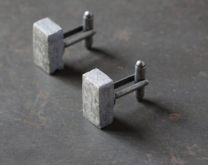 1e verjaardag geschenk voor de man. Minimalistische kringlooppapier manchetknopen. Handgemaakte grijs & zilver manchetknopen.