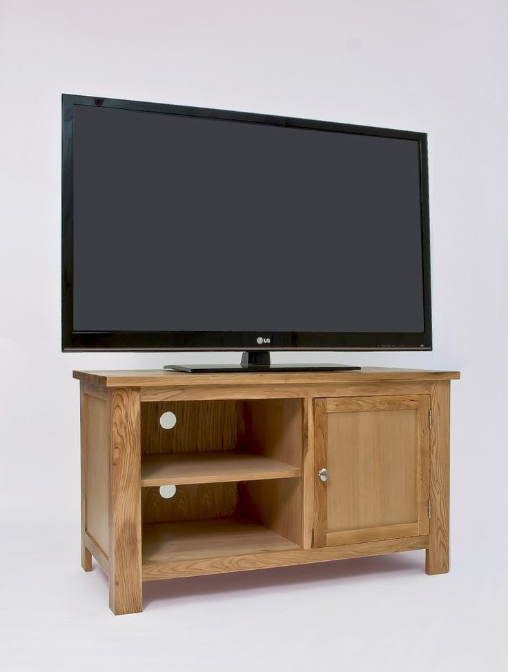 Charming Lansdown Oak TV Stand With 1 Door   Crafted Using High Quality Solid Oak,  The Quality Of Craftsmanship Is Evident With Wood Panelled Drawer Bases And  ...