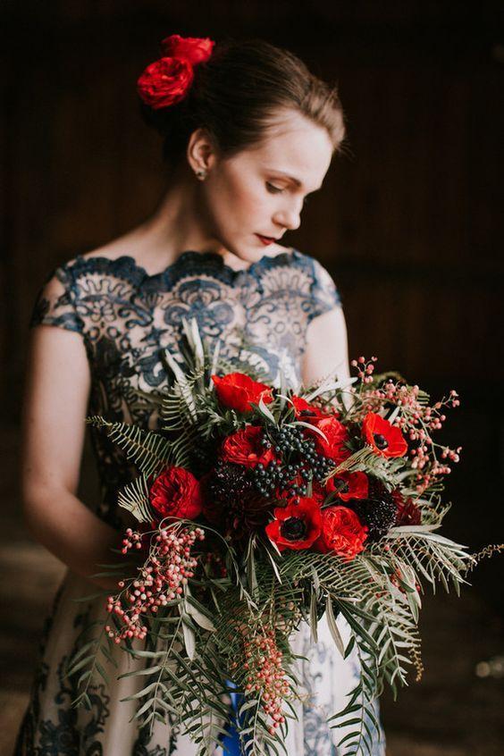 Moody fall barn wedding in Maine | Flowers | Wedding Bouquet | #flowers #weddingdecor #weddings #bouquet | www.starlettadesigns.com/