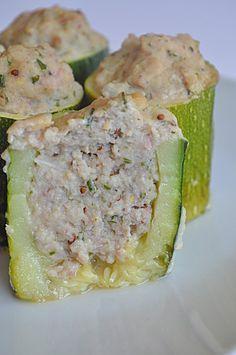 Courgette jambon cancoillotte - SP - 4 parts - 350 g de jambon blanc, 2 grosses cuillères à soupe de cancoillotte, 2 oeufs crus, 1 échalote, 1 bouquet de ciboulette, 3-4 courgettes, sel, poivre, 1 cuillère à soupe rase de moutarde à l'ancienne, (un verre de bouillon de légumes éventuellement)