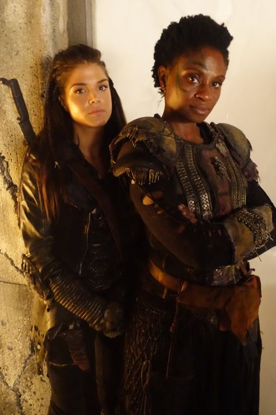 Marie Avgeropoulos and Adina Porter    The 100 cast behind the scenes    Octavia Blake and Indra