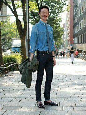 GapJapan_Men│GAPのデニムパンツコーディネート 【フラッグシップ原宿スタッフ注目コーデ】 キレイ目デニムパンツにカジュアルなデニムシャツを合わせたデニムonデニムコーデ。かっちり感のあるベルトやタイで大人にブラッシュアップ。 ジャケット (Color:カーキ/¥14,900/ID:534781/着用サイズ:M) デニムシャツ (Color:インディゴ/¥7,900/ID:989310/着用サイズ:M) スキニーデニム (Color:リンス/¥9,900/ID:941825/着用サイズ:29x32) ベルト (Color:ブラック/¥4,900/ID:109989/着用サイズ:30) ネクタイ (Color:グレー/¥2,900/ID:113002) その他:参考商品 スタッフ身長:187cm ■フラッグシップ原宿 http://loco.yahoo.co.jp/place/g-NGqr9rKmVZc/ ■オンラインストアはこちら http://www.gap.co.jp/browse/division.do?cid=5063