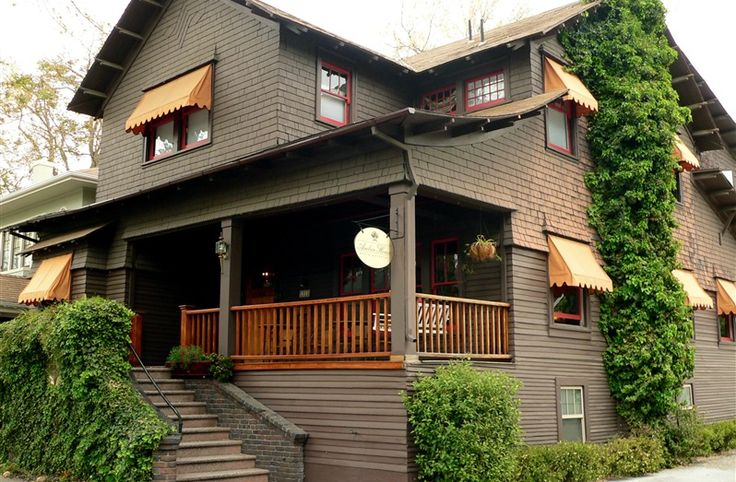 Amber House Bed and Breakfast, Sacramento, CA