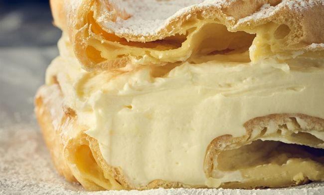 Nie ma nic pyszniejszego na poobiedni deser niż ciasto z kremem! A jeśli jest to tradycyjna karpatka, to już masz pewność, że domownicy poproszą o dokładkę