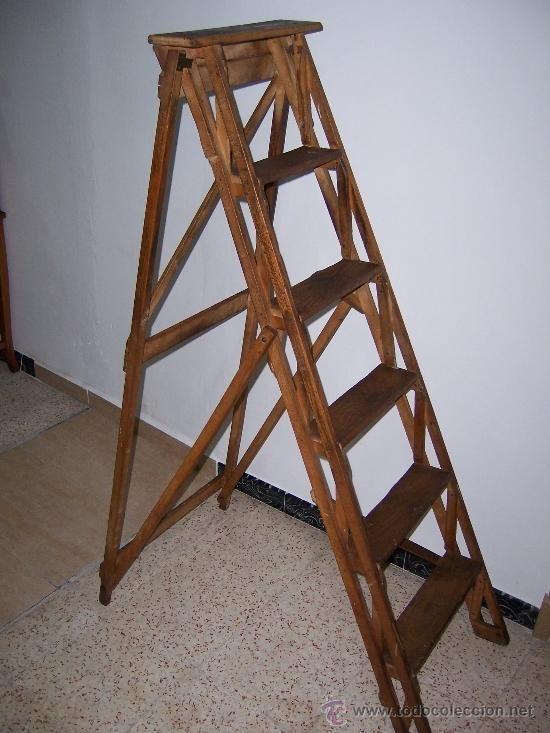 antigua escalera de madera