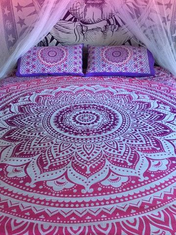 Roundie mandala bedspread/sheet and by TheFoxAndTheMermaid on Etsy